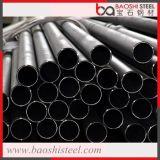 黒い円形の鋼鉄配水管