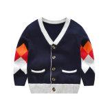 Neue angekommene gestrickte Kleidung für Kinder, Strickjacke-Wolljacke des Kindes