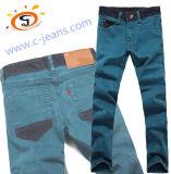 Hombre de Jeans en invierno, la moda Denim Jeans