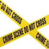 바리케이드 파란과 백색 주의 테이프가 고강도 폴리에틸렌 경찰 선에 의하여 교차하지 않는다