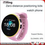 L'inseguitore di GPS dei nuovi prodotti scherza il telefono mobile delle cellule astute della vigilanza per le ragazze dei ragazzi con la scanalatura dello schermo di tocco di colore della macchina fotografica dell'allarme di SOS SIM
