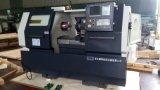 Metal de la precisión que trabaja a máquina el torno horizontal del CNC
