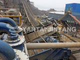 Ferro, pedras salientes do minério do ouro que secam a máquina de mineração do equipamento
