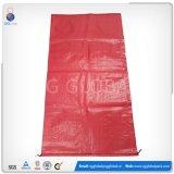 Semillas de color rojo producto de la bolsa de tejido
