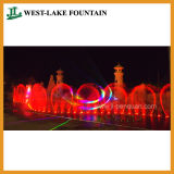 Большое Музыкальное Шоу Разноцветного Танцующего Фонтана в Парке Развлечений.