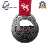 Medaglia di gioco del calcio dell'oro con il disegno di rilievo 3D