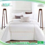 柔らかく贅沢な対の耐久海軍白の寝具