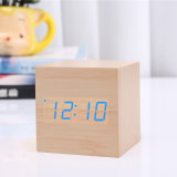 O despertador do diodo emissor de luz Digital, o calendário do temporizador e a temperatura espertos de madeira feitos sob encomenda, cubam o despertador da mesa