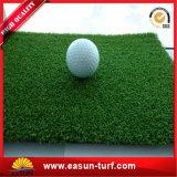 Hierba artificial del césped de la alta calidad del tenis sintetizado del verde para los deportes