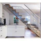 金属のまっすぐなステアケースのガラス手すりの付属品のカシ階段踏面