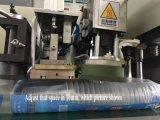 Uma máquina de embalagem plástica do copo da fileira com servo motor