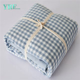 青い綿の小切手の安いホテルの綿の寝具