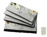 菊の花模様の絹のスカーフ