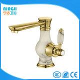Choisir le mélangeur de robinet de bassin de l'eau de modèle neuf de traitement