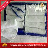 装飾的で快適で熱く使い捨て可能で白い綿の浴室タオル