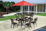 Patio extérieur / jardin /// Table en aluminium moulé en rotin HS6130dt