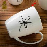 caneca 11oz cerâmica branca com flor de Rosa