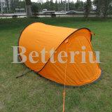فرقعت فوق خيمة [بكبكينغ] مخيّم خيمة لأنّ 2 شخص