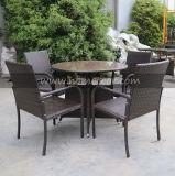Ensemble de salle à manger à table ronde à l'extérieur de jardin 4 places Ensemble à manger rond en poly rotin anti-UV