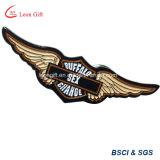 Commercio all'ingrosso nero su ordine di Pin del risvolto del distintivo dell'ala del metallo