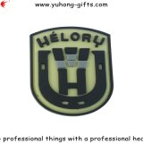 Tag de borracha macio do PVC com logotipo gravado para o vestuário (YH-RL050)