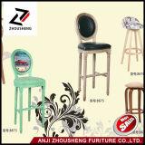 古典的な丸背のゴム製木製の材木のバースツールの高い椅子