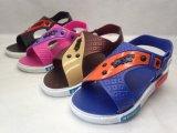 Sandali chiari comodi di cuoio di sport dei bambini PVC/Pcu (21go1606)