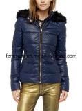 Госпожа Падать и куртка способа зимы вниз
