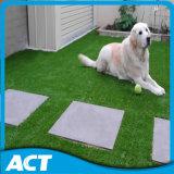 Alfombra residencial sintetizada de la hierba que ajardina con el mejor precio L40