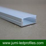 El LED sujeta con cinta adhesiva protuberancias y perfiles del aluminio
