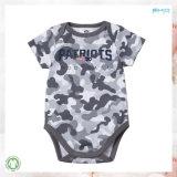 袖の赤ん坊の衣服のGotsの短い幼児はOnesieに着せる