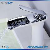 Salle de bains accessoires en laiton de couleur blanche Eau du robinet