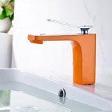 O cromo do Faucet da bacia moldou o Faucet alaranjado da pintura