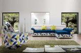 Insieme spazioso e splendido del sofà delle 1+2 case