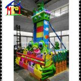 A râ dos passeios do parque de diversões dos jogos dos miúdos salta a máquina de jogo