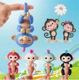 Обезьяна любимчика Fingerlings младенца Fingerlings обезьяны младенца взаимодействующая для рождества