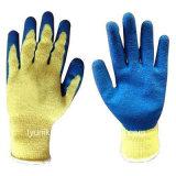 Связанная хлопком перчатка покрынная латексом работая