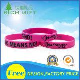 Wristbands de encargo del silicón de Debossed de la alta calidad con insignia Infilled del color