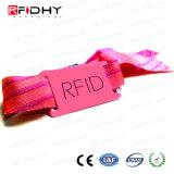 再使用可能なRFIDの札が付いている伸張によって編まれるRFIDのリスト・ストラップ