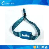 Wristbands stranieri del PVC RFID del chip Higgs-3 9662 di frequenza ultraelevata di RFID del Wristband promozionale di frequenza ultraelevata per il festival
