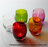 Suportes de vela coloridos de vidro da amostra livre