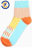 Kundenspezifische Unisexbaumwoll-Polyester Elastane Form-Socken