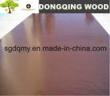 La película de Brown hizo frente a la madera contrachapada para el encofrado concreto