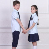Мода школьной формы, во всех классах начальной школы, мальчик и девочка в школе футболка