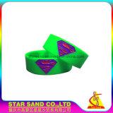 best Price Custom Companyロゴ防水単一カラーシリコーンの大きさのブレスレット