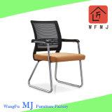 Tissu noir ergonomique pivotant le personnel de la tâche de l'école Mesh chaise de bureau (ZVB828-1)