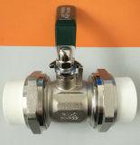 Conexión de PPR con la válvula de cobre amarillo del agua de la vávula de bola