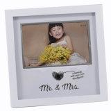 Primera imagen del marco de madera de pino del marco de la foto del bebé del año