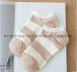 Nette junge Kursteilnehmer-Form-Entwurfs-Knöchel-Socke