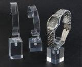 Blocs acryliques transparents en cristal de solide de cube en étalage de montre